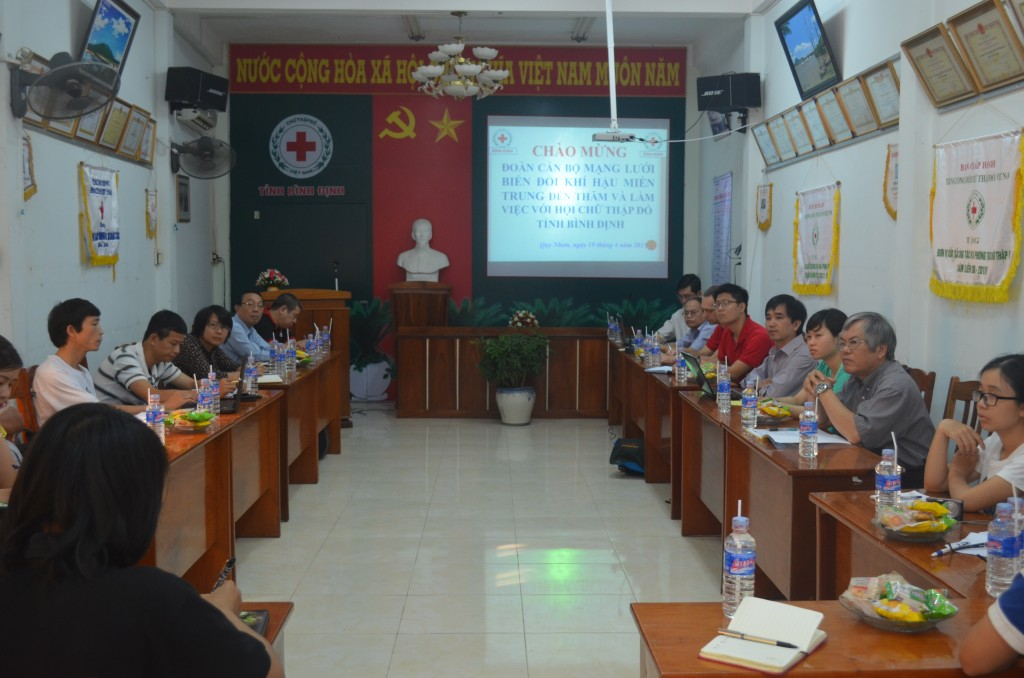 Photo 1: Overview of the meeting