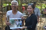 Mr. Trung is thrilled to receive an image-gift from the representative of Save the Children in Vietnam